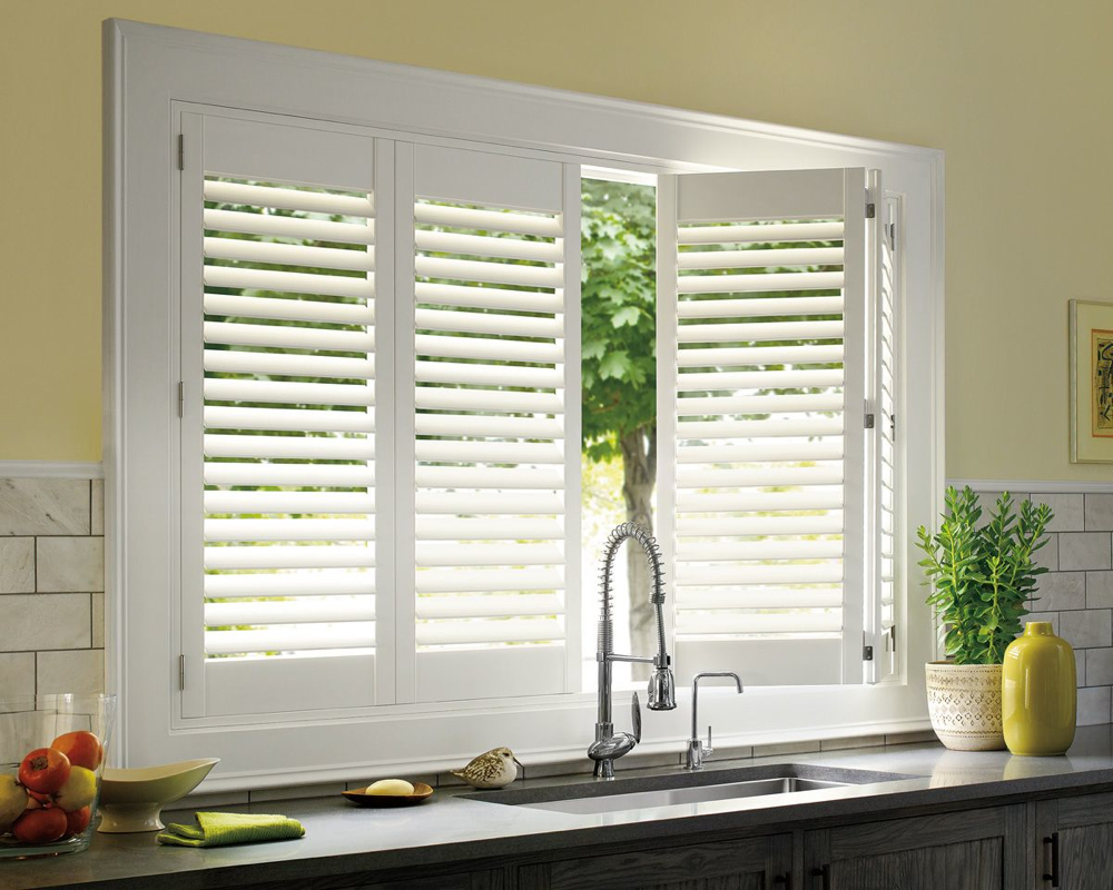 2 1/2″ Louvers with Hidden Rod over Kitchen Sink